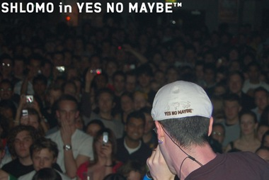 http://www.yesnomaybe.co.uk/story/images/storypics/shlomoinflatcap.jpg